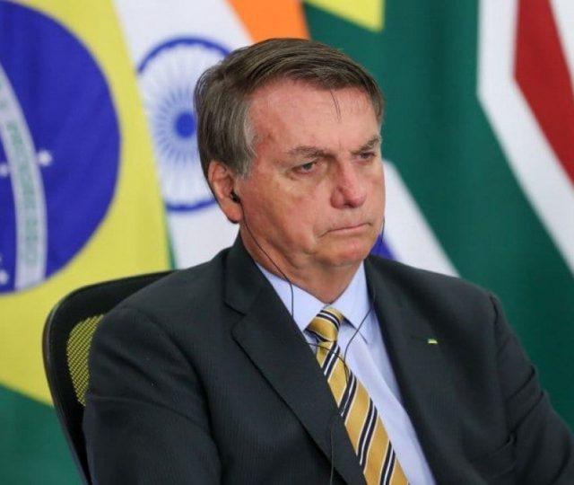 Bolsonaro divulga nota e diz que não teve 'intenção de agredir' poderes