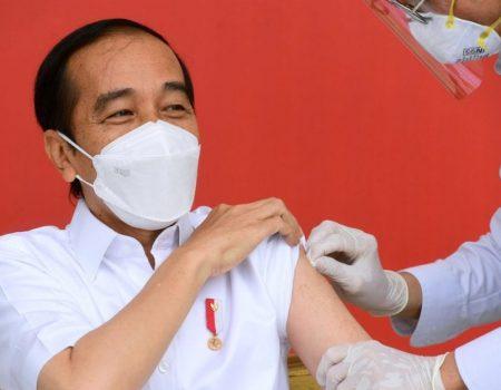 Presidente da Indonésia recebe primeira dose de vacina contra Covid-19
