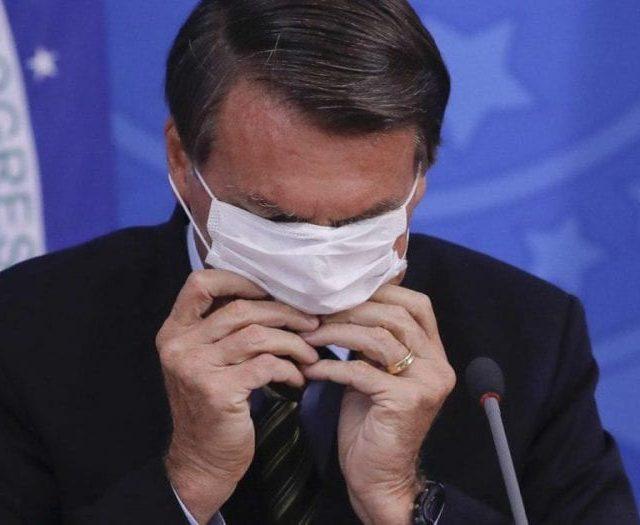 Bolsonaro confunde 'estudo' com 'enquete online' para criticar uso de máscaras