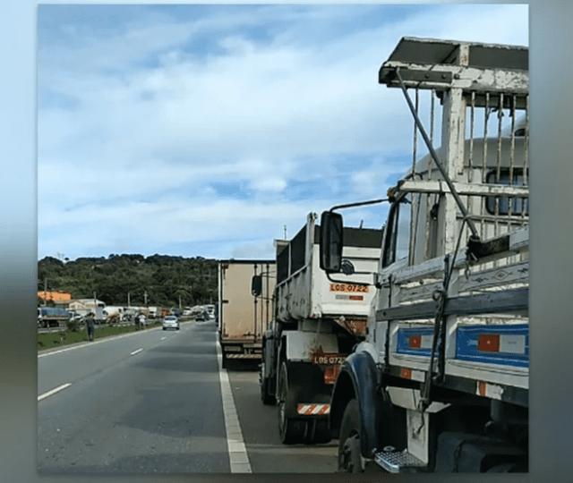 Após novo reajuste nos combustíveis, caminhoneiros iniciam paralisação