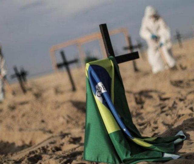 Brasil ultrapassa as 450 mil mortes pela Covid-19