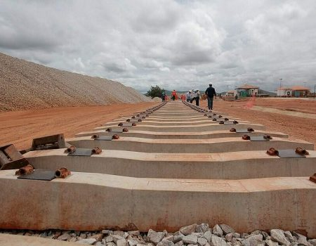 Governo capta R$ 32,7 milhões com leilão da ferrovia Fiol 1