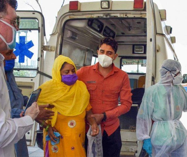 Sistema de saúde da Índia entra em colapso após pior dia da pandemia