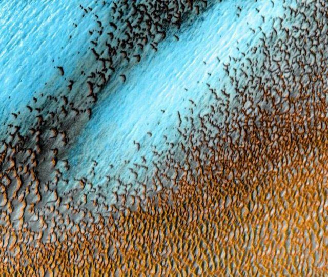 Nasa divulga foto de dunas azuis em Marte