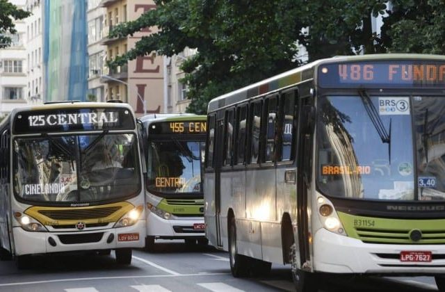 Vacinação de motoristas e cobradores de ônibus começa hoje no Rio de Janeiro