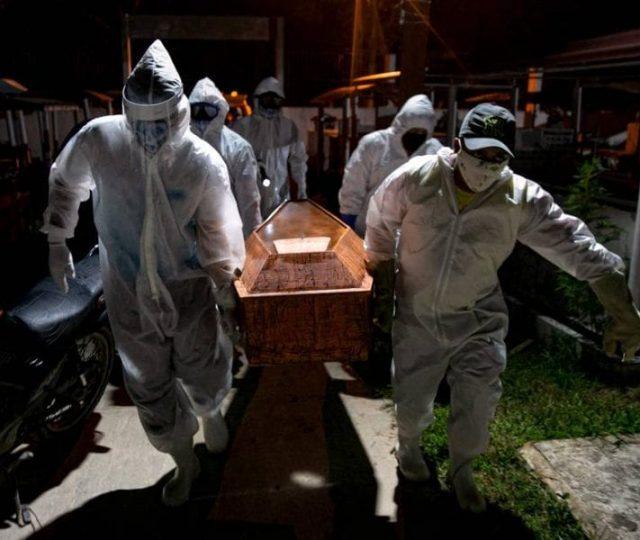 Pandemia 'poderia ter sido evitada', aponta relatório da OMS