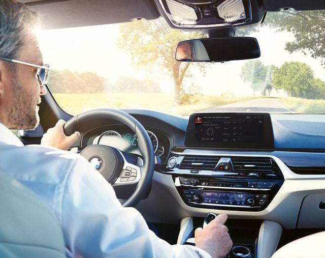 Carros da BMW ganham conexão com a Alexa no Brasil