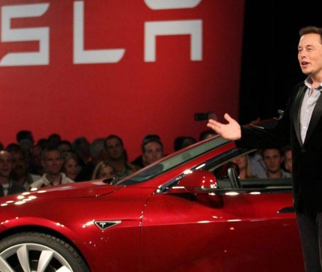 Por que a Tesla desistiu de aceitar Bitcoins como pagamento por carros?