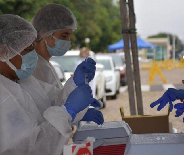 Estados vão manter vacinação de adolescentes, diz presidente do Conselho de Secretários