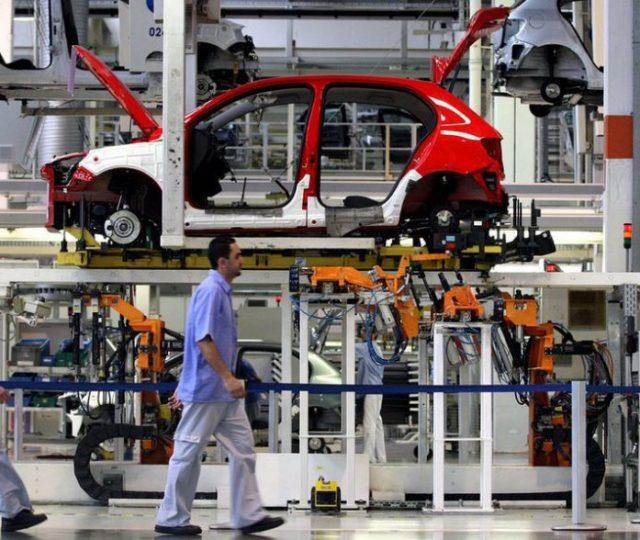 Levantamento do IBGE mostra que produção industrial ficou estagnada em junho