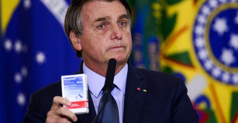 """""""Bolsonaro faz campanha contra o único meio capaz de frear a pandemia e insiste em tratamento ineficaz"""", lamenta infectologista"""