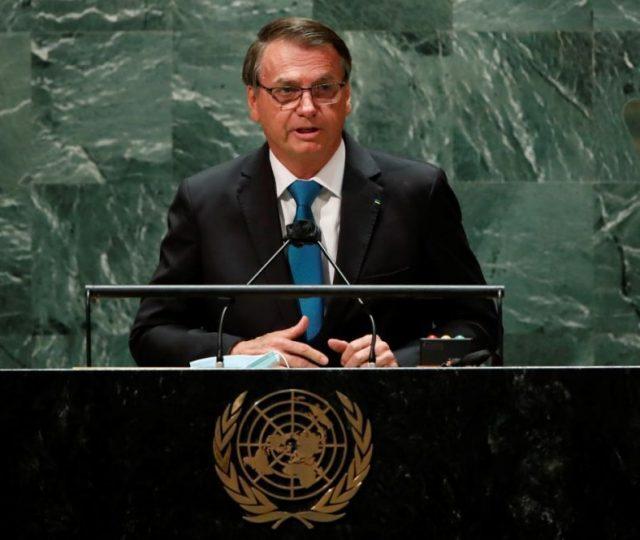 """""""Concedemos um auxílio emergencial de 800 dólares para 68 milhões de pessoas"""", diz Bolsonaro na ONU"""