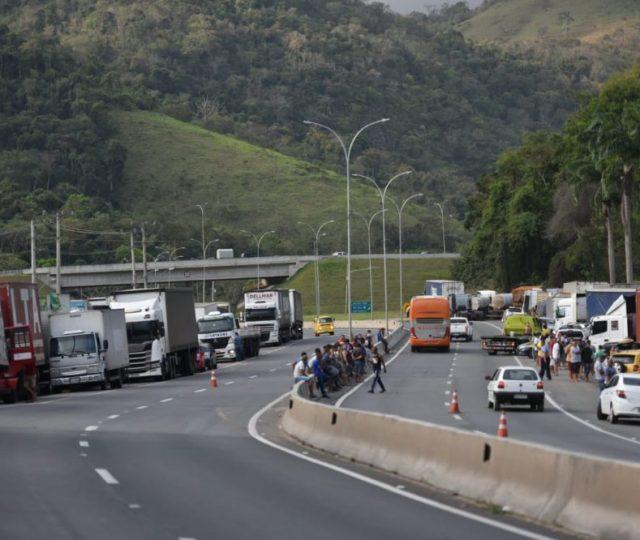 Caminheiros bolsonaristas bloqueiam rodovias em 14 estados